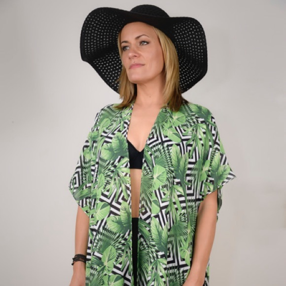 eb381c8f4d976 Beach Cover-Up/Kimono. NWT. Laundry By Shelli Segal.  M_5cd087bdaa7ed32985d184e4. M_5cd087d5d1aa2557d7da7c45.  M_5cd087be8d6f1afed5c3c7b2